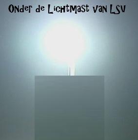 Onder de Lichtmast is terug